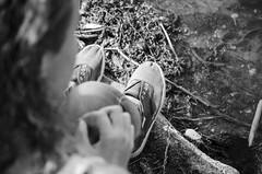SUJET |Portrait/Paysage.(2016) (Camille.r_photographer) Tags: exposition extrieur exterieur effet terrain paysage lumire lumiere photo photographie pdv portrait d5100 nikon france fille eau grosplan gris girl hair lafertbernard model blackandwhite camillerphotographer blanc noiretblanc nb noir nature chaussure tan