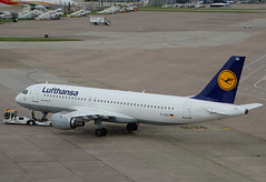 D-AIQD Airbus A320 of Lufthansa (SteveDHall) Tags: aircraft airport aviation airfield aerodrome aeroplane airplane airliner airliners ringway 2016 manchester manchesterairport airbus a320 airbusa320 dlh lh lufthansa daiqd