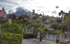 Greenery (Nige H (Thanks for 6.5m views)) Tags: costaadeje greenery trees palmtrees landscape architecture tenerife