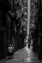 Barri Gtic, Barcelona (Adri Pez) Tags: street calle barcelona city ciudad capital catalunya spain espaa europe europa black white blanco y negro bw old people viejas gente mujeres women abuelas grandmothers balcones balconies cloth ropa sabanas sheets gothic quarter barrio gtico barri gtic