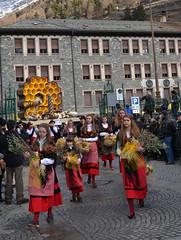 Bormio - Pasquali 2013 (Giorsch) Tags: italy italien italia lombardei lombardia alpen alpi valtellina veltlin provinciadisondrio bormio pasquali2013 pasqua ostern folclore folklore lombardy