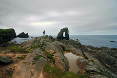 Dinosauri (Wrinzo) Tags: ocean uk sea sky scotland rocks europa europe nuvole mare arch north cliffs stack atlantic cielo rocce arco nord oceano scogliere atlantico scogli unst scozia coud shetlandislands isoleshetland dagaadastack