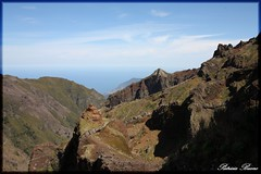 Hiking Trail from Pico Arieiro to Pico Ruivo - Madeira (Gashay) Tags: naturaleza mountain portugal nature ruta landscape rocks paisaje views vistas montaa madeira senderismo rocas volcan precipicio montaismo trail pico hiking ruivo arieiro