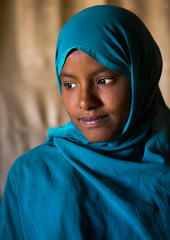 Nubian Girl, Bagrawiyah, Sudan (Eric Lafforgue) Tags: africa portrait vertical photography day veiled veil northafrica soedan sudan indoors teenager niqab soudan northernafrica realpeople traveldestinations colorimage onewomanonly headandshoulder  1people szudn sudo  northernsudan northsudan   bagrawiyah    xuan eri1881