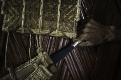 traditional little sword of the niyshi tribe, village near Daporijo, arunachel pradesh (anthony pappone photography) Tags: travel portrait india house wearing canon gun spirit traditional bamboo hut weapon sword tribes machete ethnic ritratto along shaman bambu headdress arma arunachal nishi etnic capanna arunachalpradesh animist ziro daporijo littlesword animisti macete hornbillbeak niyshi nishitribe donyipolo niyshitribe