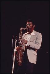 Anglų lietuvių žodynas. Žodis saxophonist reiškia n saksofonininkas, saksofonistas lietuviškai.