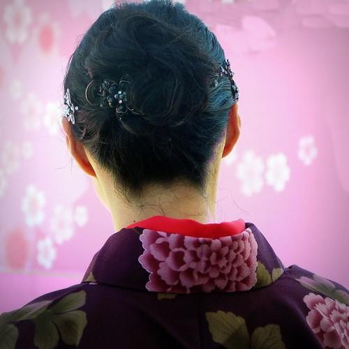 neck kimono napeoftheneck cherryblossomprincess sanfranciscocherryblossomfestiva japantownl youngwomaninkimono
