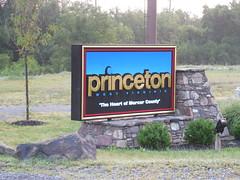 Princeton City Limit Sign (jimmywayne) Tags: westvirginia princeton mercercounty historic cityhall welcome countysign heartof
