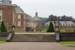 Schloss Nordkirchen (janakintrup) Tags: canon alt skulptur treppe architektur schloss sandstein gebude moos wetter historisch nordkirchen teufel diesig schlechtes