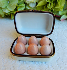 Limoges France Peint Main Trinket Box ~ Brown Eggs in Carton (Donna's Collectables) Tags: limoges france peint main trinket box ~ brown eggs carton