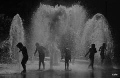 Toulouse (8) (sylvie.chaix) Tags: jetdeau toulouse jeudenfants chaleur contrejour