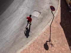 Sicilia - 2016 (Enzo D.) Tags: trafficsignal 2016 estate man olympus shadows sicilia sicily street summer wwwenzodemartinocom