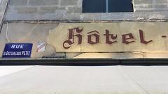 Hôtel (frankrolf) Tags: castillonlabataille hôtelrestaurantdesvoyageurs signpainting