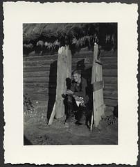 Archiv H278 Öffentliche Toilette, WWII, 1940er (Hans-Michael Tappen) Tags: archivhansmichaeltappen wwii nazigermany drittesreich thirdreich wehrmacht soldaten soldat donnerbalken toilette scheishaus plumpsklo klo outdoor fotorahmen hintern arsch po 1940er 1940s lederstiefel leatherboots strohdach latrine