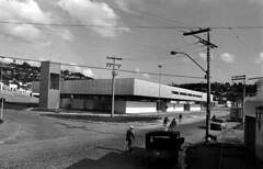 04/08/82Obras em Candeias (Governo da Bahia (Memória)) Tags: obras governo estado candeias bahia govba foto agecom interior crianças carro futebol