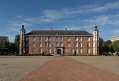 Breda - Kasteel (Grotevriendelijkereus) Tags: breda noord brabant holland netherlands nederland city town stad plaats architecture architectuur castle kasteel slot palace paleis renaissance