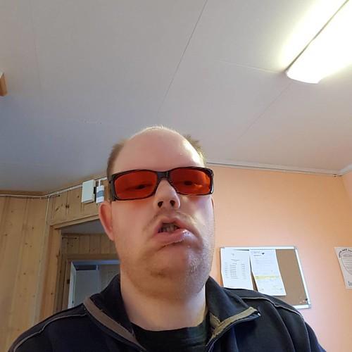 #brilleselfie 2. Mine nye filterbriller til bruk inne der det er stekt lys. Er ankommet heimen med bud.