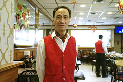 (Filip.G) Tags: nyc portrait newyork chinatown waiter elmarit28mmf28 leicam8