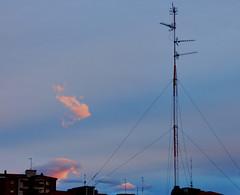 Parece que esto se despeja, por fin (enrique1959 -) Tags: bilbao nubes antena martes nwn martesdenubes