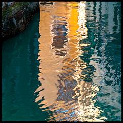 VENISE_198 (Pierre D. Photographiste) Tags: texture square canal pentax venise reflets italie carré gondole k7 romantique matière 2013 pierrediez