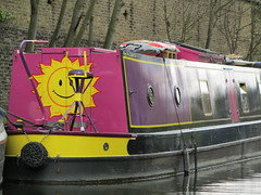 UK - London - Near Camden Lock - Passing narrow boat (JulesFoto) Tags: uk england london regentscanal camdenlock narrowboats smilingsun