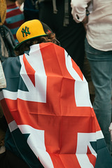 Homage to the Yankees (JoelICastaneda) Tags: uk greatbritain london unitedkingdom marathon streetphotography baseballhat gb fans spectators unionjack london2012 mensmarathon 2012summerolympics yankeesbaseballcap