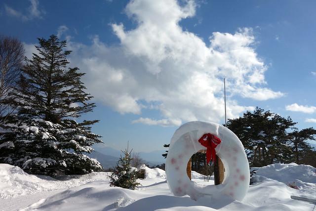 冬の清里高原清泉寮で雪バナナボートや雪遊びを子供達と楽しむの写真