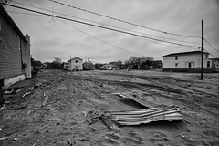 Seis meses depois do furaco Sandy ... (galeriapt.gaudiumpress) Tags: blackandwhite usa newyork aftermath unitedstates sandy northamerica estadosunidos breezypoint damages norteamerica superstorm sandystorm gustavokralj gaudiumpress noreamerica