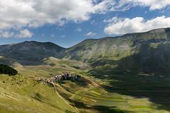 Castelluccio di Norcia (P) Tags: italia italy norcia umbria castelluccio landscape luglio monti sibillini