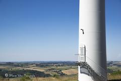 Porte_DSC4496 (hervv30140) Tags: france languedoc aveyron paysage agricole poteau pylone ciel bleu blanc champ parcelle horizon beau jour t extrieur olienne