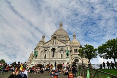 Sacre Coeur (Albert Jafar) Tags: sacrecoeur paris basilica sacredheart bluesky outdoor buidling photographerswharf ngc romancatholicchurch cathedral people cloud arrondissement18th iledefrance montmartre buttemontmartre