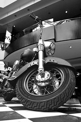 Harley (fotosthemis) Tags: nikon nikkor brasil brazil braslia brasilia brasileira blackwhite black branco white moto motors harley harleydavidson davidson park shopping exhibition exposio parkshopping motocycles