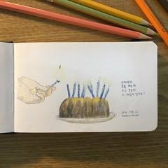 언제부터 촛불켜는게 끄는것보다 더 재밌어진거죠? (ji0405hye) Tags: 촛불 케익 그림 색연필 드로잉 스케치 drawing sketch coloredpencils pencil pencildrawing cake illust illustration illustrator