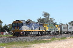 Backing on. (james.sanders2) Tags: namoi cotton central west new south wales nsw railways diesel locomotive trangie main western line cf loco cf4402 cf4408 freightliner chicago freight car leasing 8182n