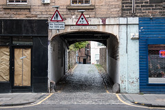 Grindlay Street Court, Edinburgh (m.o.n.o.c.h.r.o.m.e.) Tags: archway path scotland yellowline shop grindlaystreetcourt sign closeddown cobbles edinburgh