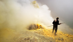 java - ijen (peo pea) Tags: indonesia giava java hell paradise crater ijen sulfur zolfo miners mine minatori reportage hard work leica leicaq gas yellow landscape lake cratere