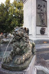 Fontaine de la Vierge en Vinave d'le (Lige 2016) (LiveFromLiege) Tags: lige liege luik lttich liegi lieja belgique wallonie belgium fontaineauxlions delcour fontainedelavierge fontaine vierge vinave dle vinavedle statue