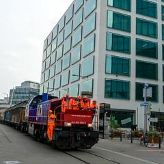 Shunting in Zurich: Proud shunters (2/2) (jaeschol) Tags: am843 am843068 dieselhydraulischelokomotive eisenbahn europa hardbruecke kantonzrich kontinent kreis5 lokomotive rangieren schweiz stadtzrich swissmill switzerland transport zrich ch