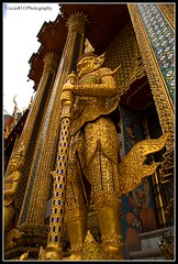 Giant Guardian - Inside The Grand Palace Bangkok (Uccio81) Tags: giant thailand gold golden dc bangkok sony sigma grand palace l ob inside click 18200 enlarge guardian oro the fotocamera 3563 uccio81 dslra580