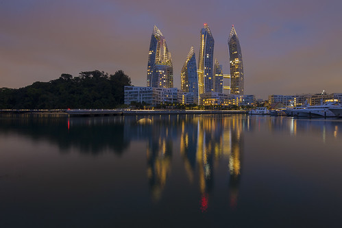 Singapore : Reflections at Keppel Bay.