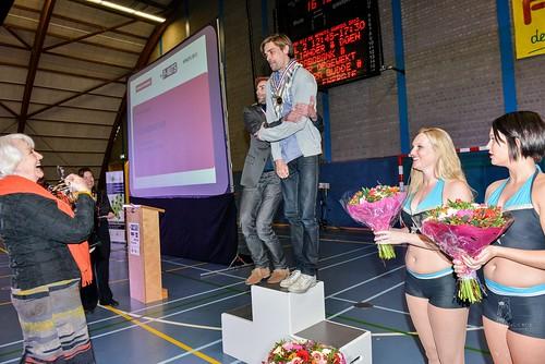 Schoonschip krijgt Oranje Energie Publieks Award uit handen van Annewill Blankers