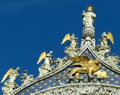 Il Leone Alato d' Oro di San Marco (Giuliana 57) Tags: venezia veneto giulana57 giulianacastellengo sanmarco leone leonedisanmarco leonealato leonealatodorodisanmarco arte architettura statue italia