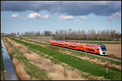20130427 KroningsVIRM 9520 door Zwammerdam (Koen Brouwer) Tags: station train gare zug bahnhof viaduct april trein zwammerdam virm 2013 9520 troonswissel koningstrein kroningstrein vanbnaara goudserijpad vanbanaara