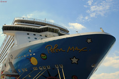 Don't forget the Open hatch (martijntuit) Tags: bridge cruise netherlands lines america boot rotterdam colours blossoms norwegian cruiseship lucht cruises breakaway ncl cruiship 650d