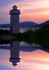 Un porto sicuro.. (antonè) Tags: sardegna lighthouse faro tramonto mare riflessi phare leuchtturm alghero portoconte antonè rivieradelcorallo angolidisardegna
