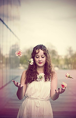 Juggling life (TaniaLeocadio) Tags: femme fille fleurs jongleuse jongle flowers blossom flores oeillets mulher rose pinktone corderosa robeblanche whitedress smile smiling girl lady miss blanc curl photo photographie photography portrait face paris bibliothquefranoismitterand france sony flickr 2013