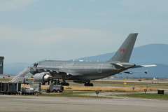 15002 RCAF Polaris (Vernon Harvey) Tags: 15002 airbus a310 cc150 polaris rcaf canadian forces vancouver yvr