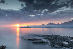 lofoten (erwann.martin) Tags: seascape sea sunligth lofoten nikon norway norge sun sunset erwannmartin landscape littoral longue