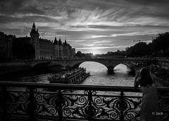 Paris sunset (Jack_from_Paris) Tags: r0002131bw ricoh gr apsc capture nx2 lr monochrom noiretblanc noir et blance street paris quai le de la cit seine paysage urbain landscape urban soleil sun contre jour prendre le fin journe coucher parisien bateau mouche