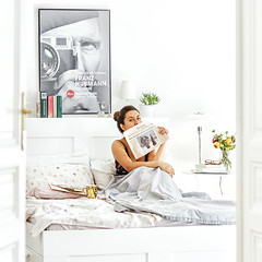 Because somewhere in the world it is always morning...Good Morning Everyone! :) (www.juliadavilalampe.com) Tags: home vienna austria white scandinavian decor gold morning selfportrait peridico newspaper flowers photographer selfie bed bedroom wien sterreich light apartment happyme phlampe lampe summer